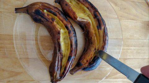 בננות על האש עם סכין