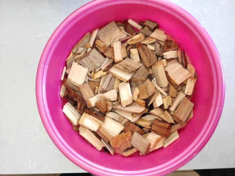 השרייה של שבבי עץ במים