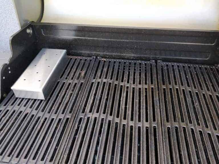 קופסת עישון על גריל גז