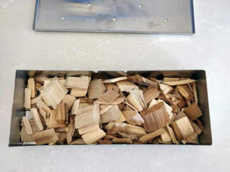 שבבי עץ בקופסת עישון